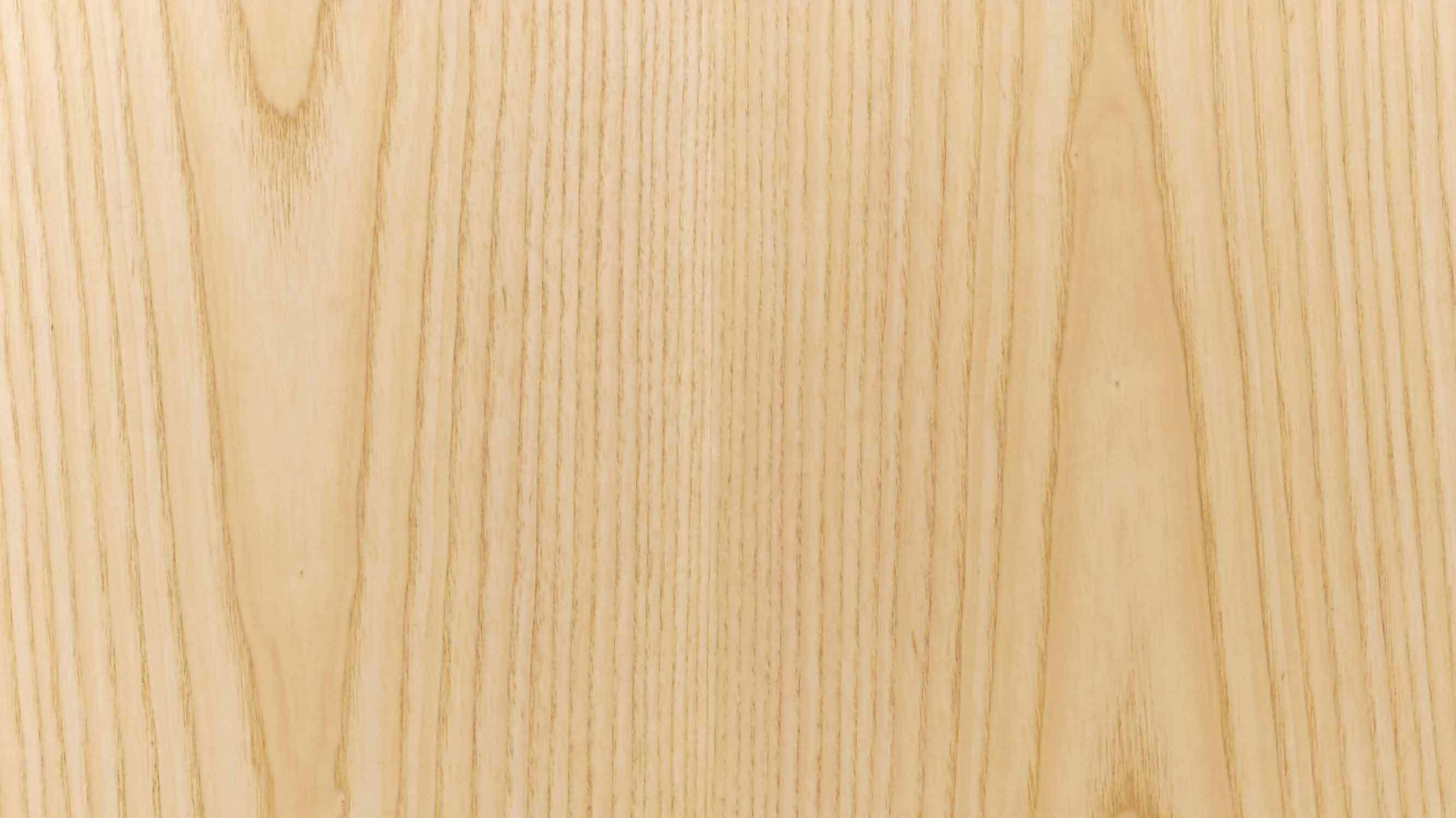 优选E1级MDF为柜体基材,获得比实木更平整细密的纹理、更稳定牢固的性能,表层里外均以北美进口 A 级白蜡木木皮360°无死角包覆,不错过每一个边角细节,带来不易开裂变形、坚固耐用,超越实木的使用体验。