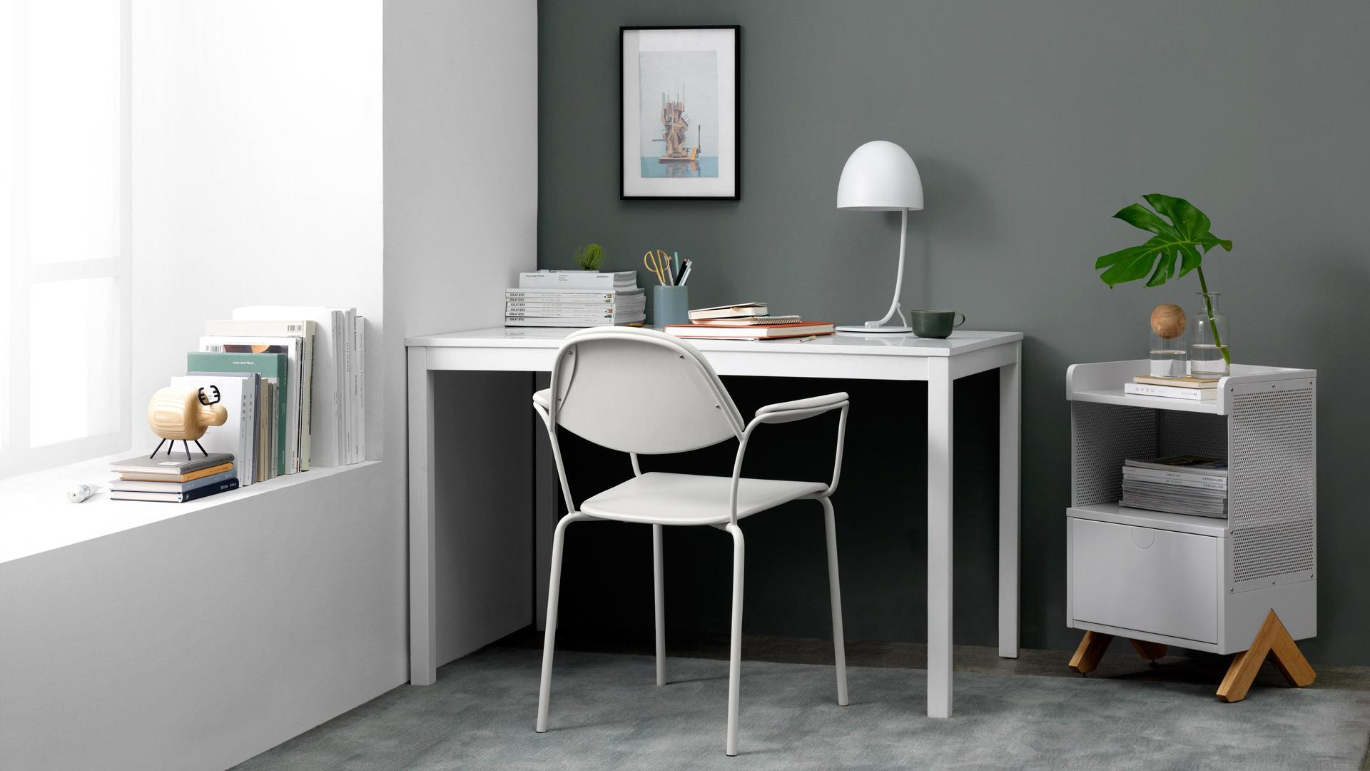 一把椅舒展纯白遐想空间