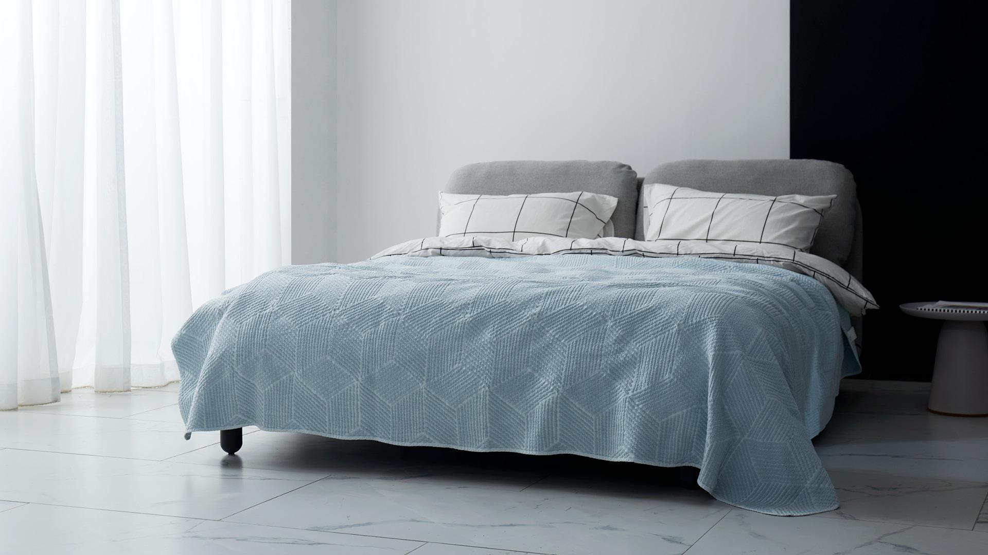 宽大床盖,给卧室加一点温柔层次