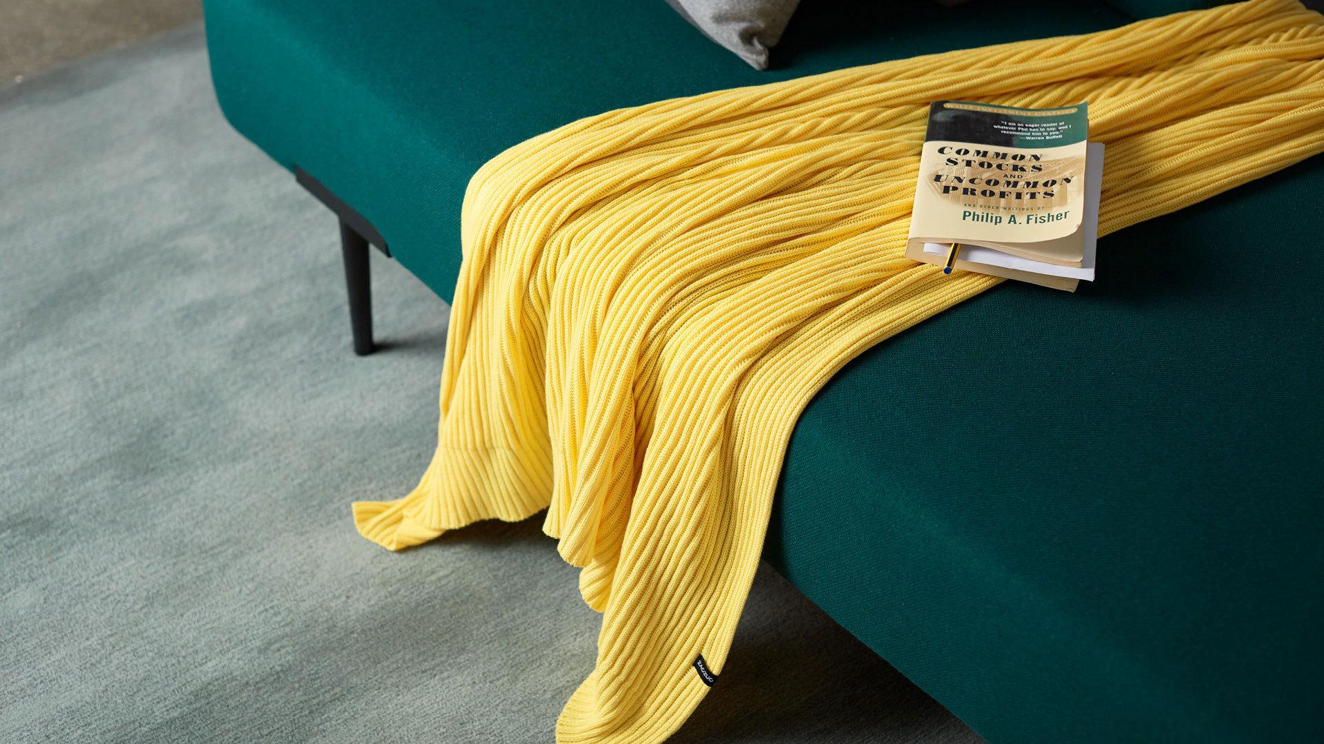 温暖柠黄,撞色提气,让空间更有温度