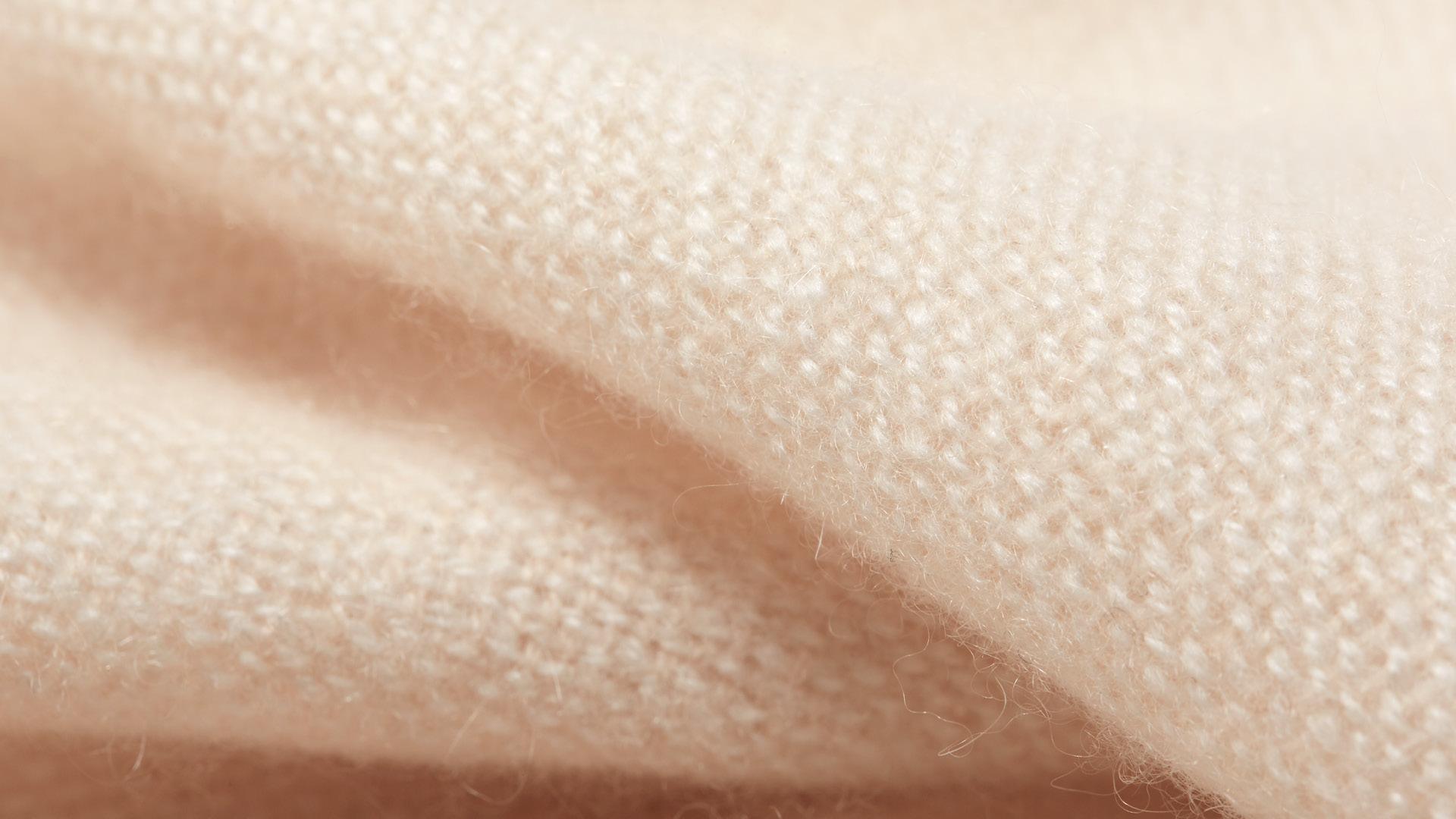 双线精密纺织,细腻入微,蓬软保暖