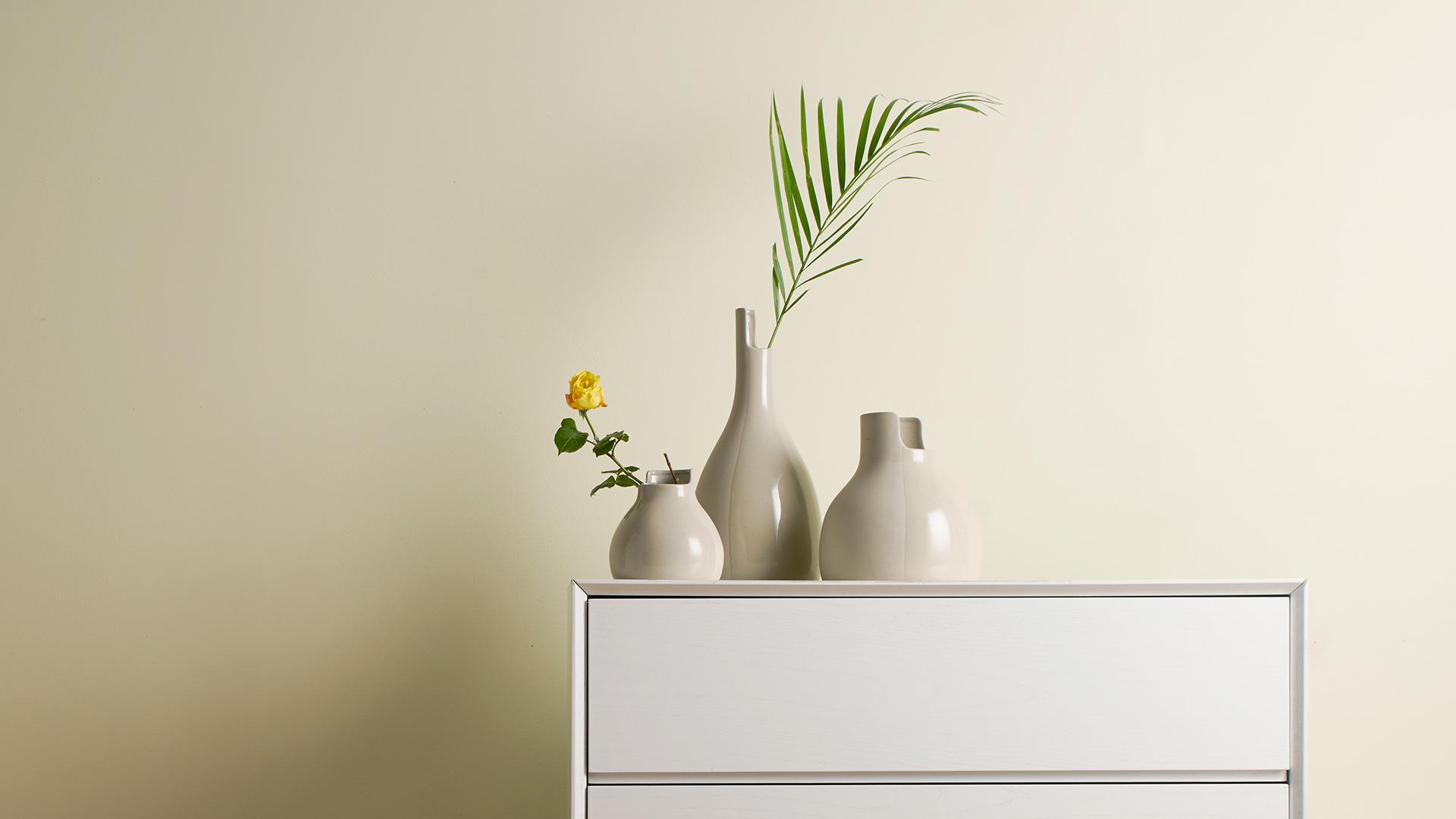 想让睡眠空间多一点生气,又不喜欢卧室色彩过于花哨?置于斗柜上的纯色双生陶瓷瓶就美到刚刚好。?x-oss-process=image/format,jpg/interlace,1