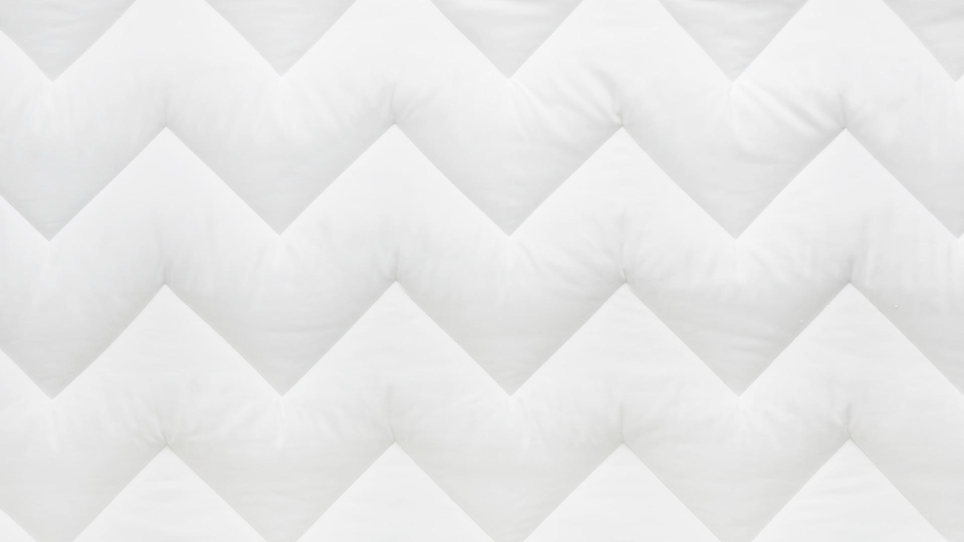 折线形绗缝图案,饱满蓬松不移位