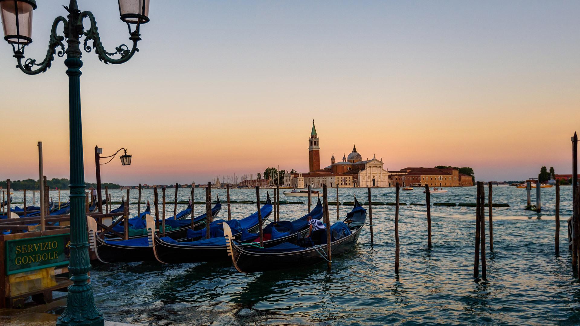 穿行威尼斯的千年小舟