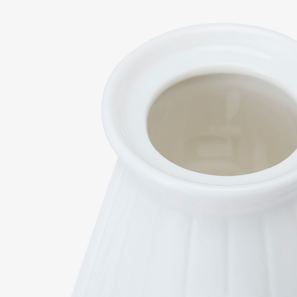 罐口卡槽设计<br/>避免盖子滑落
