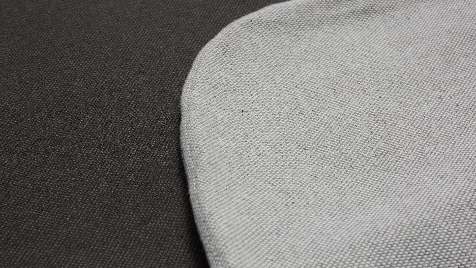 柔韧混纺面料,抗皱持久耐用