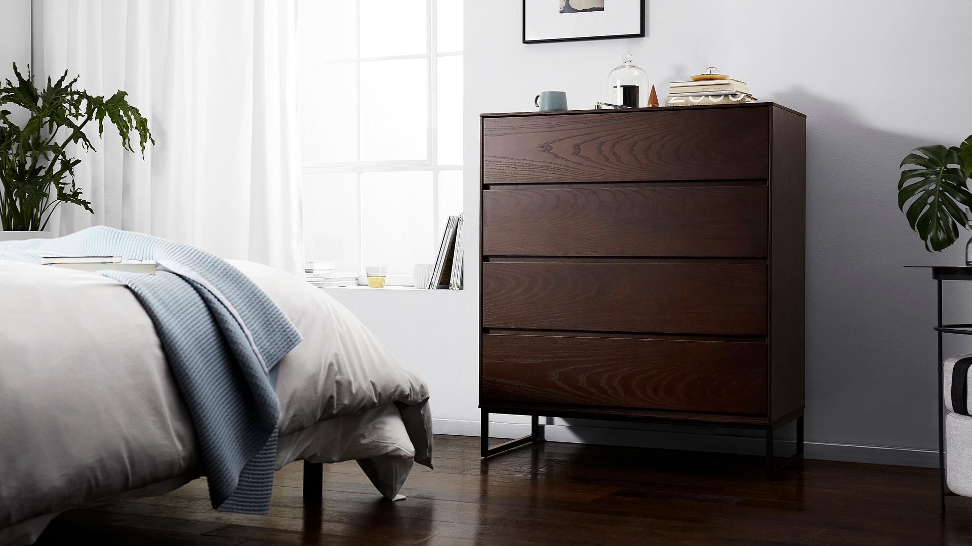 胡桃木色,营造更沉稳的入眠氛围