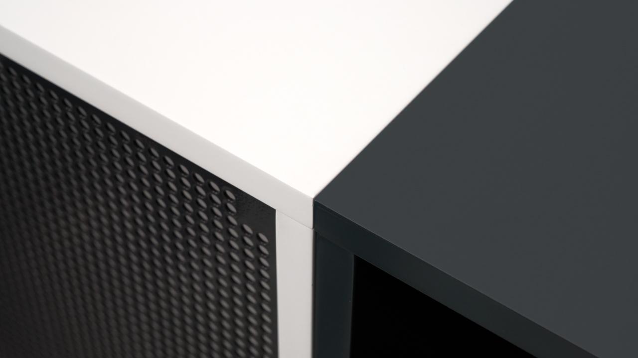 黑与白、线条与块面的强烈对比,带来更为突出的视觉效果,如同钢琴上的黑白键,奏响了灵感的律动节奏。?x-oss-process=image/format,jpg/interlace,1