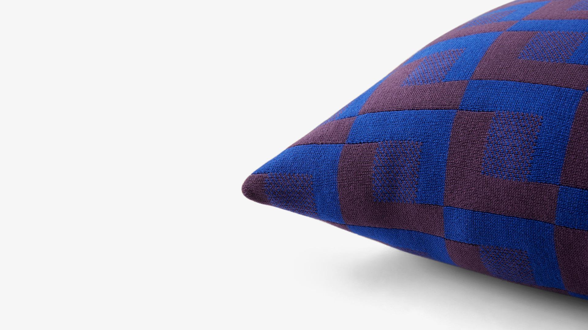 双色提花针织工艺<br/>勾勒鲜明趣味几何