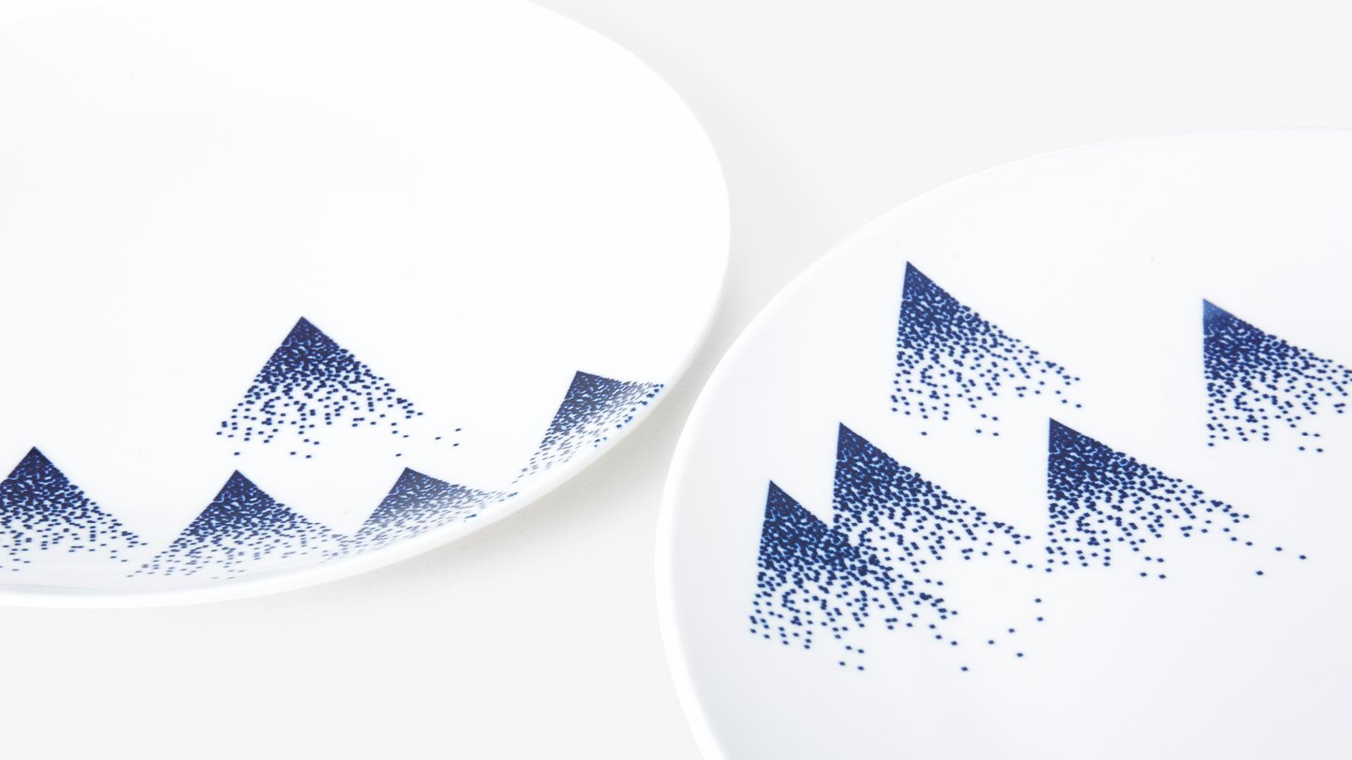 中国传统青花瓷釉下彩绘<br/>淡描细雪,永不褪色