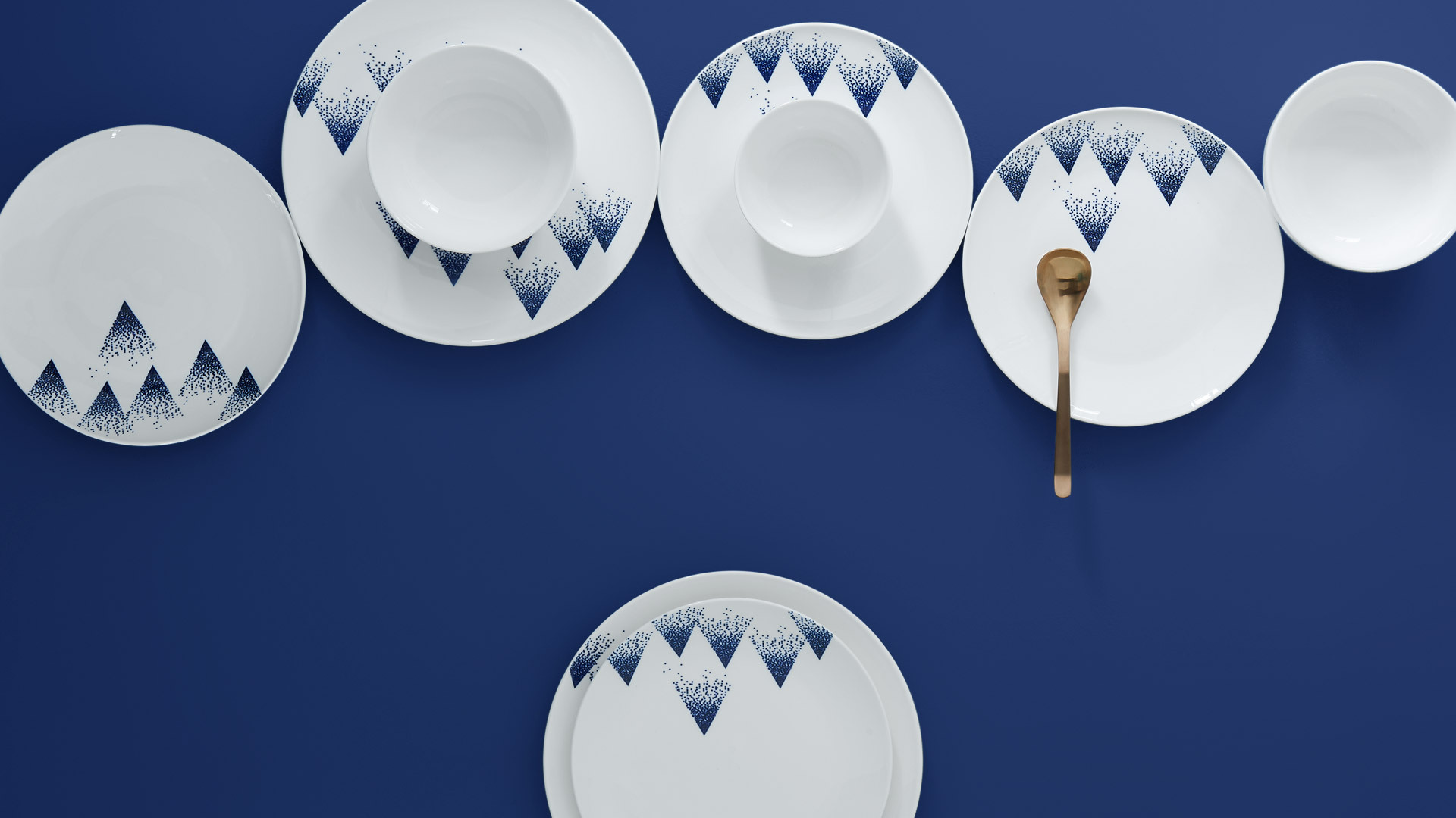 法国瓷土与中国青花,散落一桌清冽