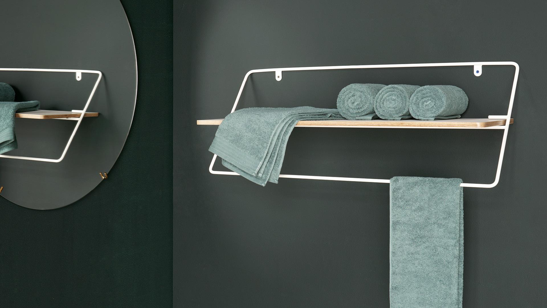 在浴室,毛巾挂置两用收纳