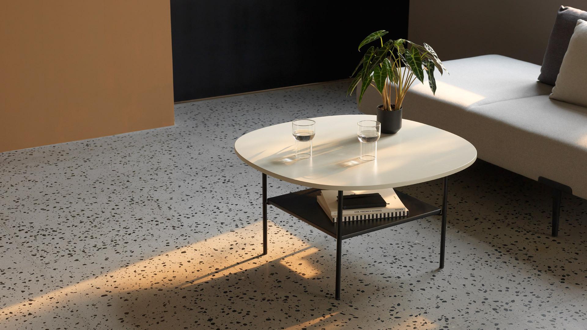 纖細桌腿,提煉通透美感