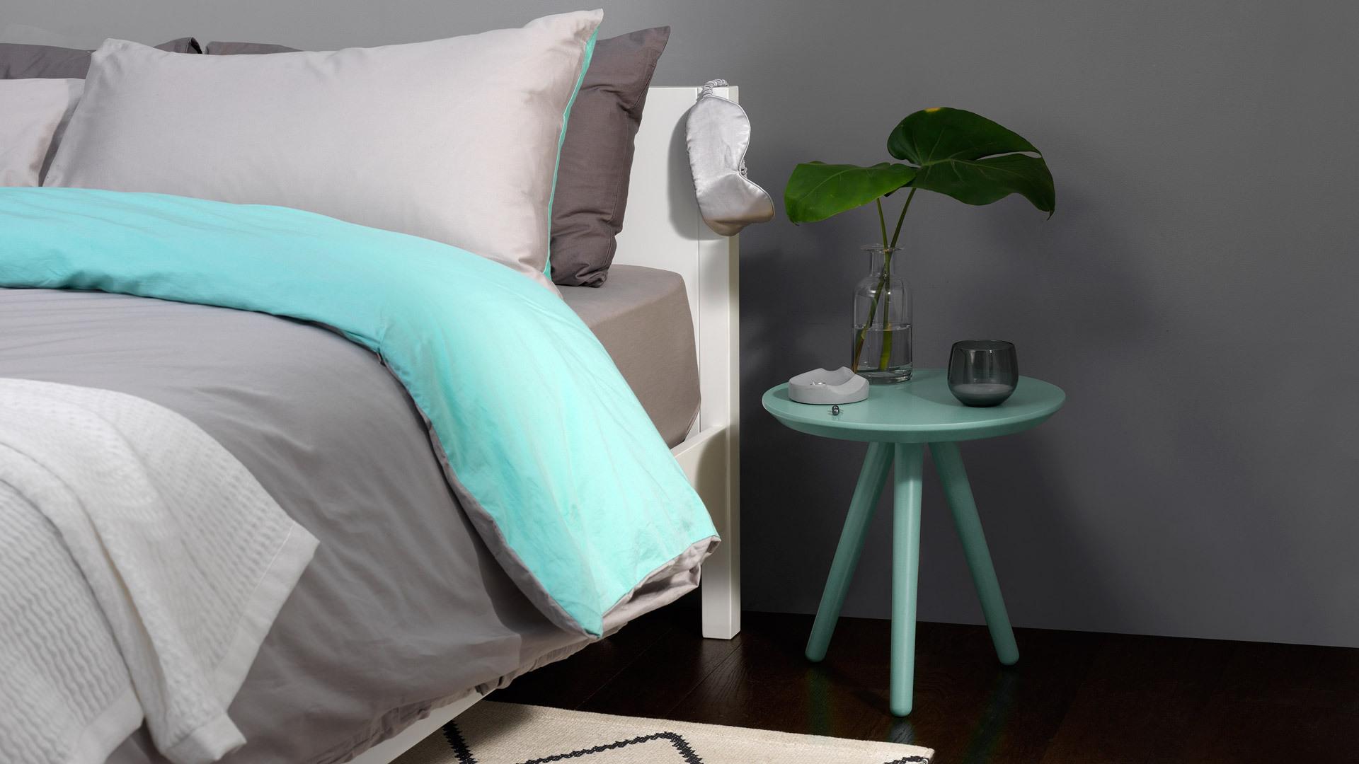 跟笨重床头柜bye bye!紧凑轻盈的体量,让小彩几照样适用于卧室,创造更多富余空间,让卧室更加透气不压抑。
