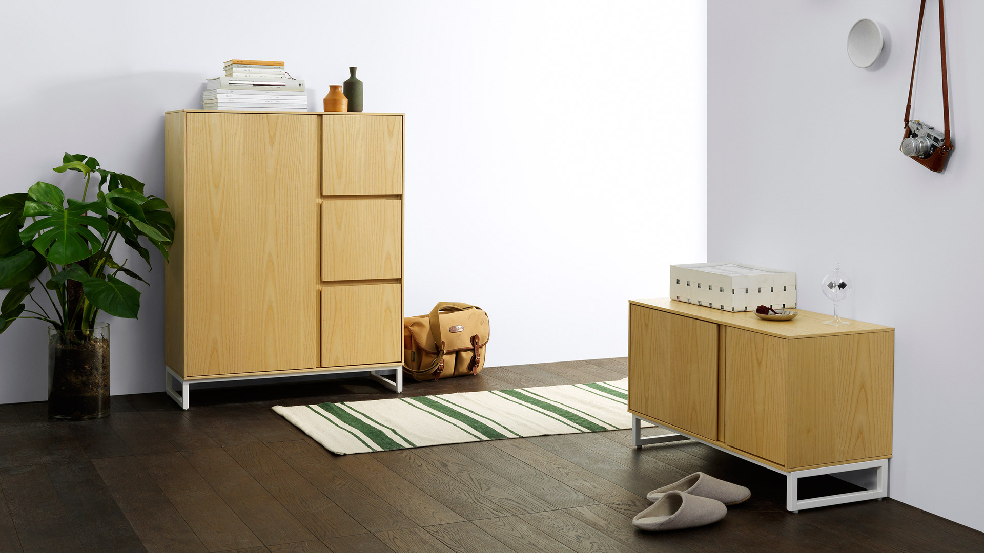 与画板同系列玄关柜组合搭配更有层次,换了鞋,挂上包,随身小物的有序收纳,留给门厅一个内敛温感的暂停键。?x-oss-process=image/format,jpg/interlace,1