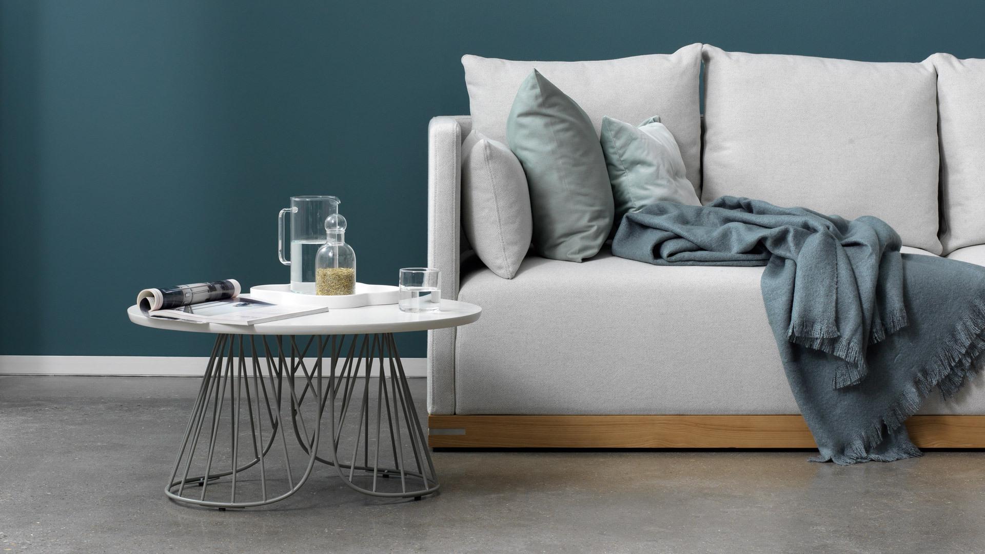 沙发边,置物与美感触手即得