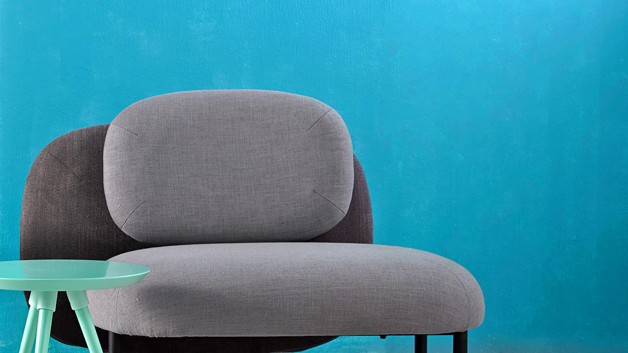 晨灰色软糖沙发无扶手单人座款,拥有最开放的外形,随你坐上去怎么折腾,高级灰和蓝绿色空间无缝融合。