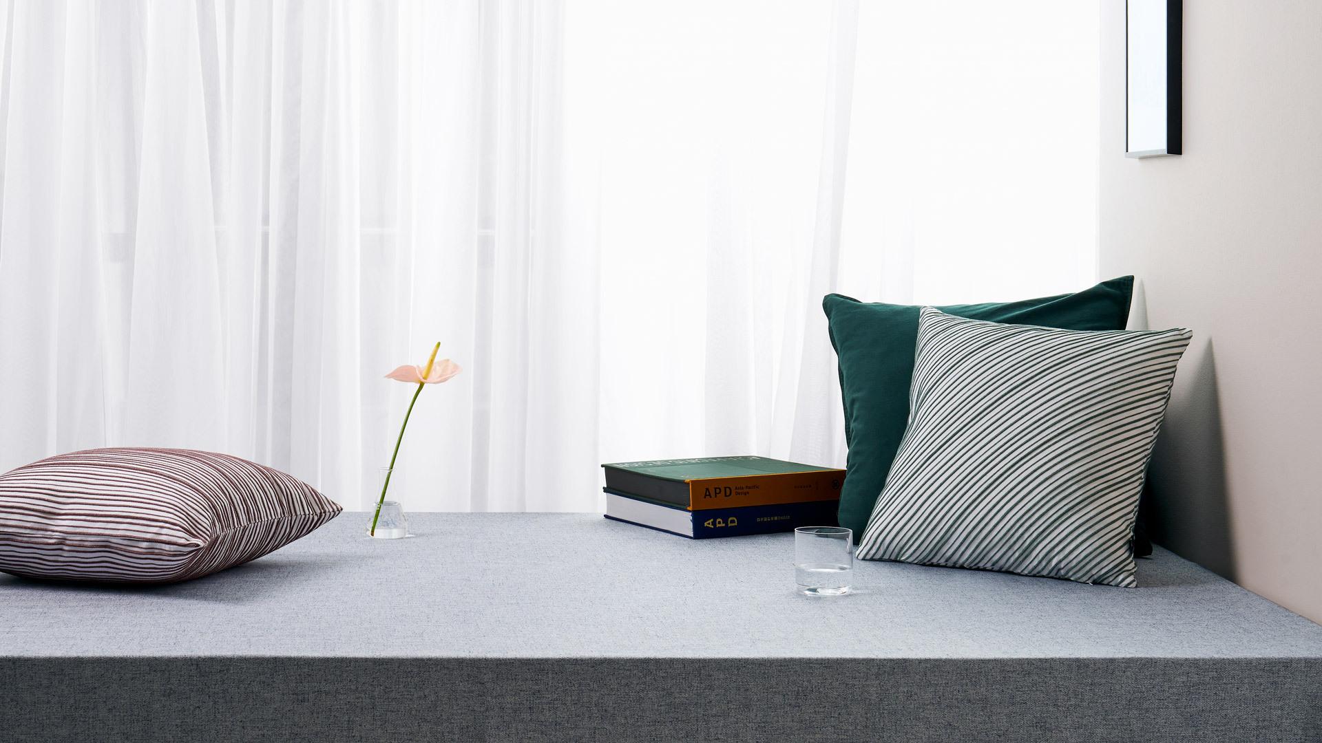 三两抱枕,圈出居室恬然一角