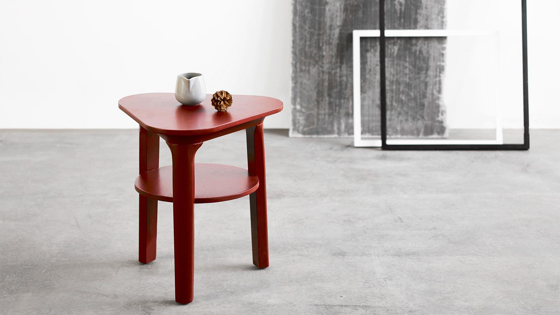 瓦檐边桌,点缀式的客厅配件,灵巧小边桌,把质感揉入空间。