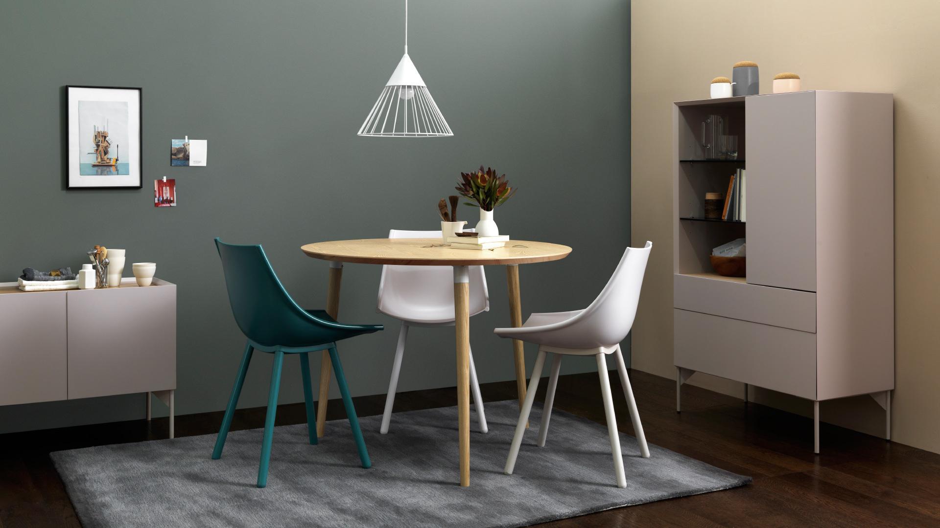 柔和木本色,三口之家的开放式餐桌