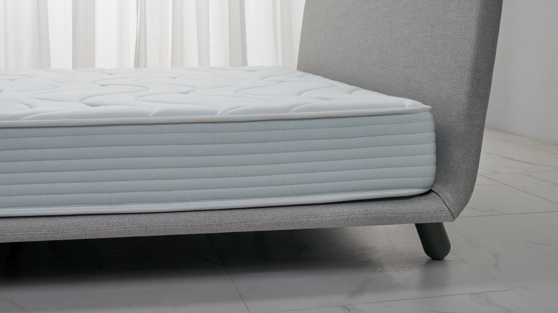 18cm厚度<br/>偏硬睡感,给脊柱更多支撑