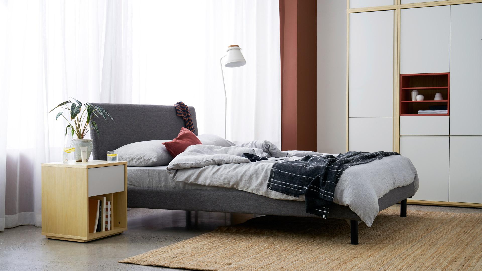 工整边框,床头清爽如新