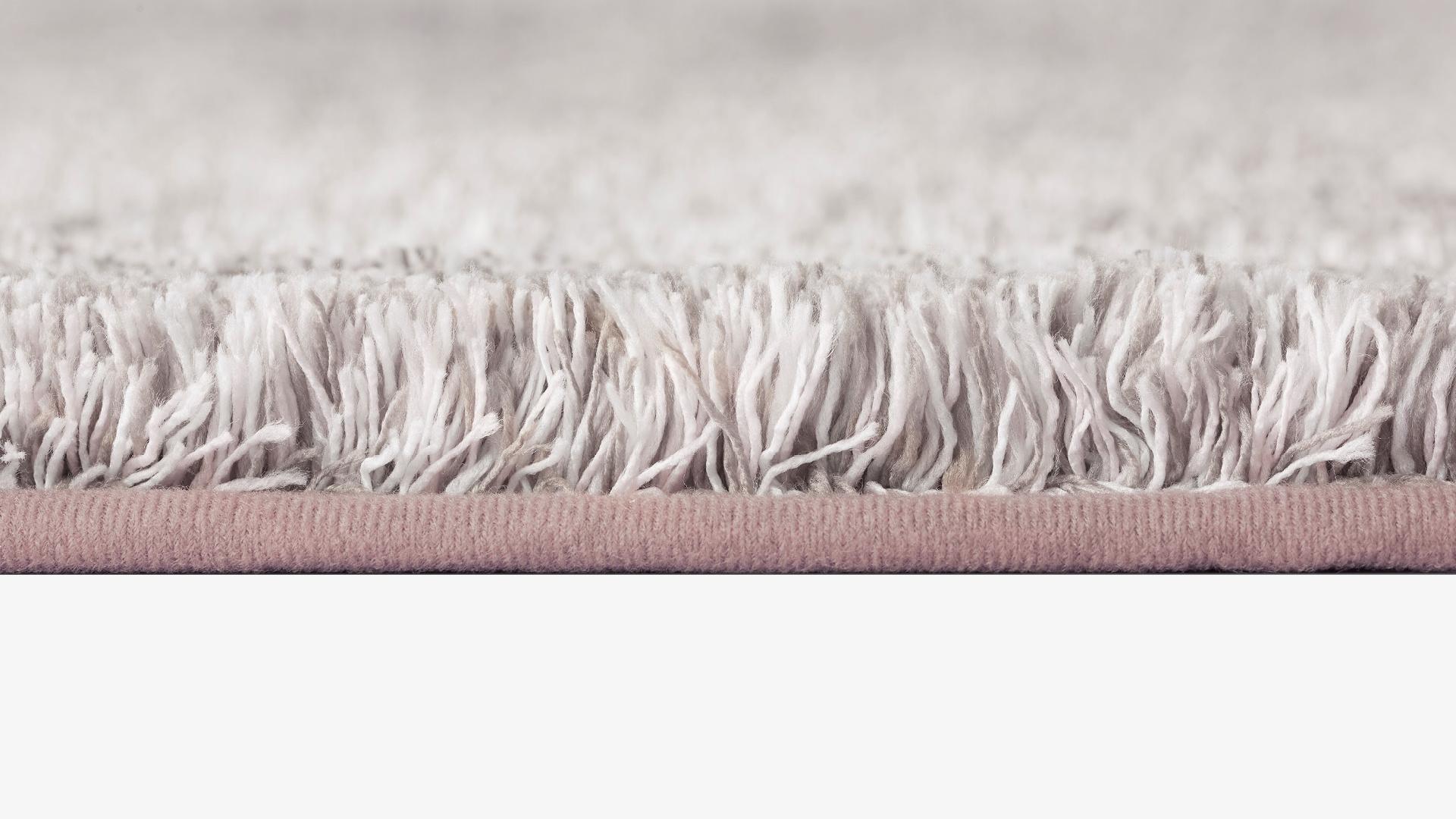 1.6kg/㎡高密编织,绒毛扎实耐久
