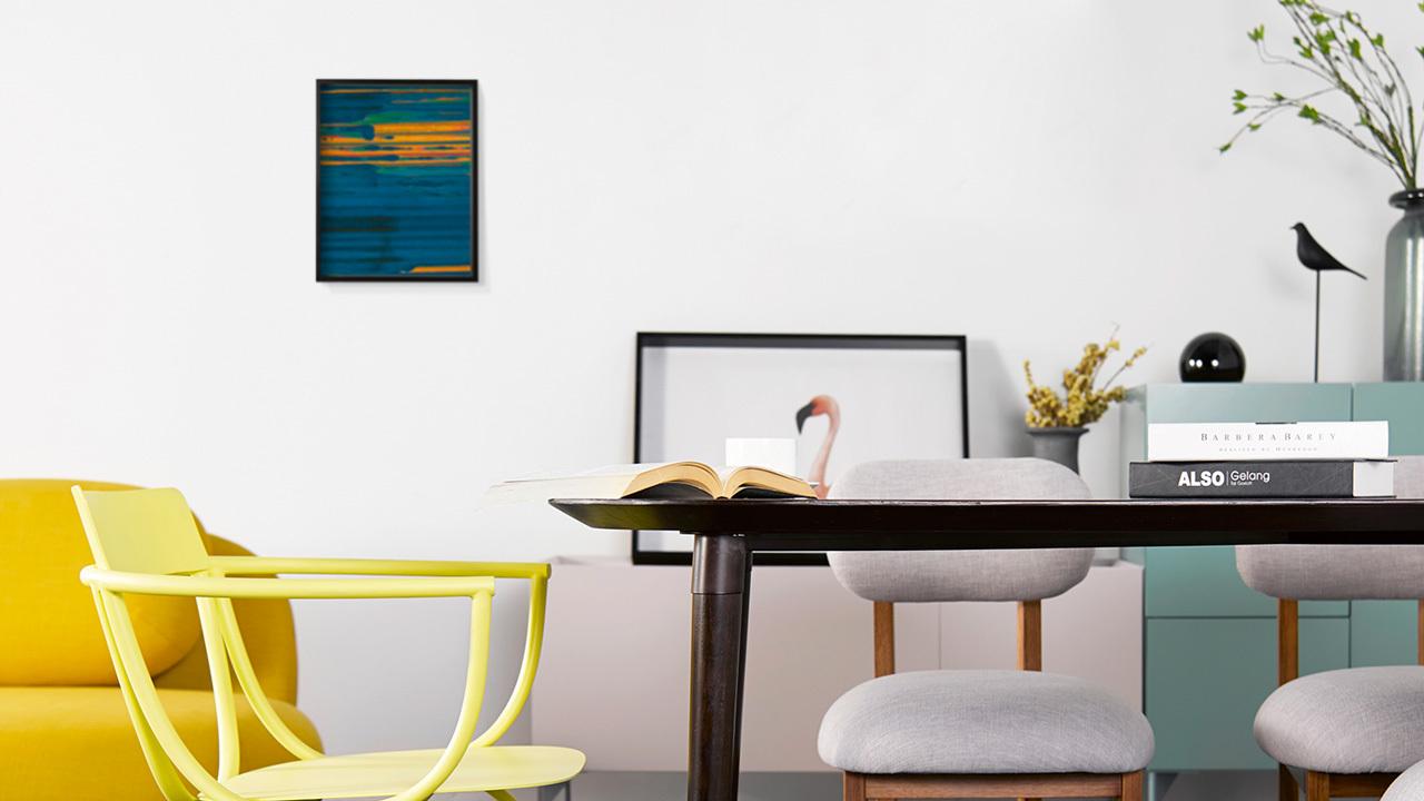 印象派的意韵制造出层次分明的厚重质感,仿佛流淌的油彩,融入空间