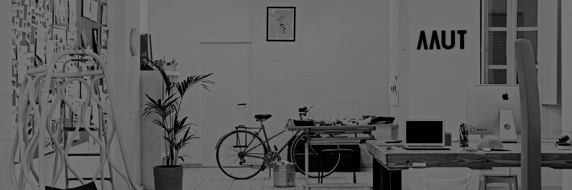 西班牙设计工作室,2011年、2014年红点设计奖获得者,2010年由设计师Alberto Sánchez创立,目前共有3位主创设计师。这是一个具有多学科背景的团队,这也使得团队的设计作品从家具、到平面到图案设计,大千世界的万物都能够给他们带来创作的灵感。 设计需要理性的分析,也有着无边无际的浪漫想象和回忆,对生活的热情,对自然的关心,从不同的生活片段中截取创作的灵感,诗意地设计,每个设计背后都有一个故事,强调一件产品的自我认同, 并赋予它们性格。