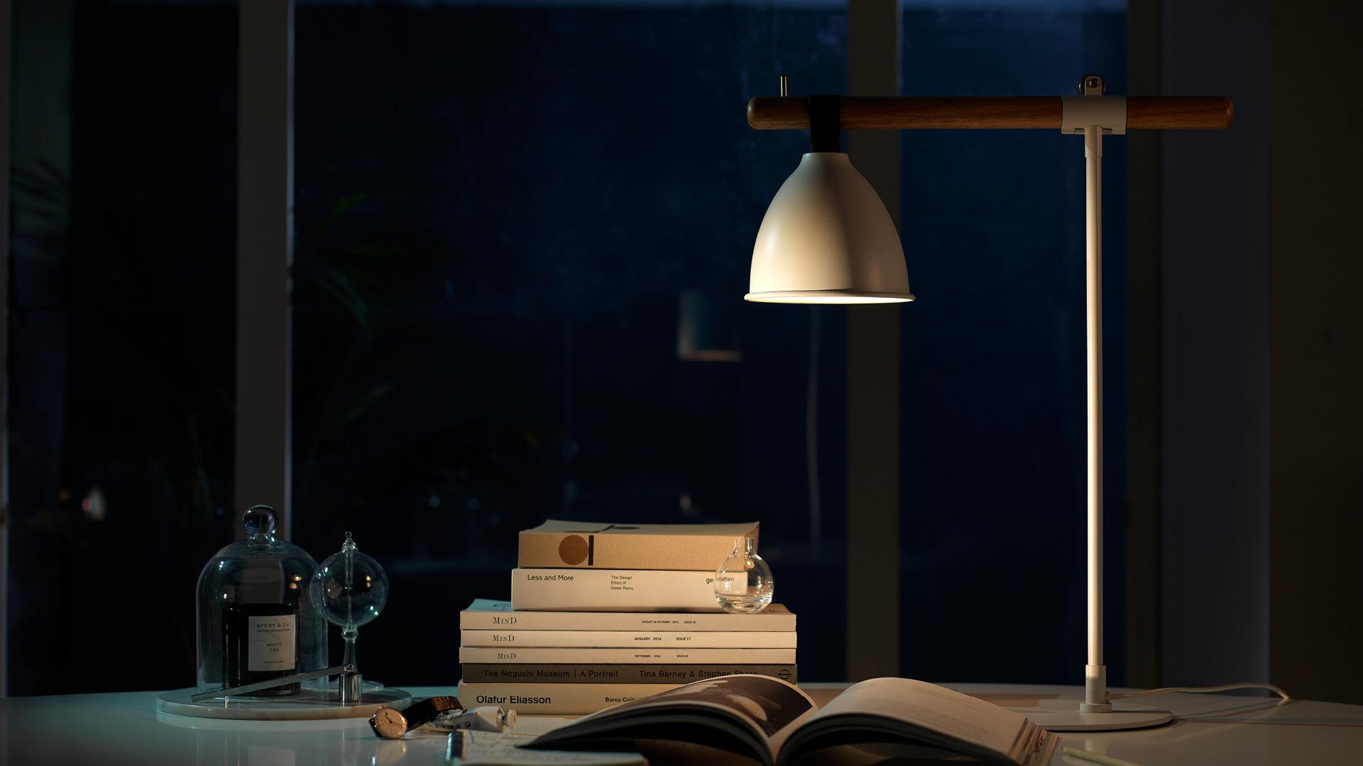 柔和光源,适中高度,读与写的最佳照明