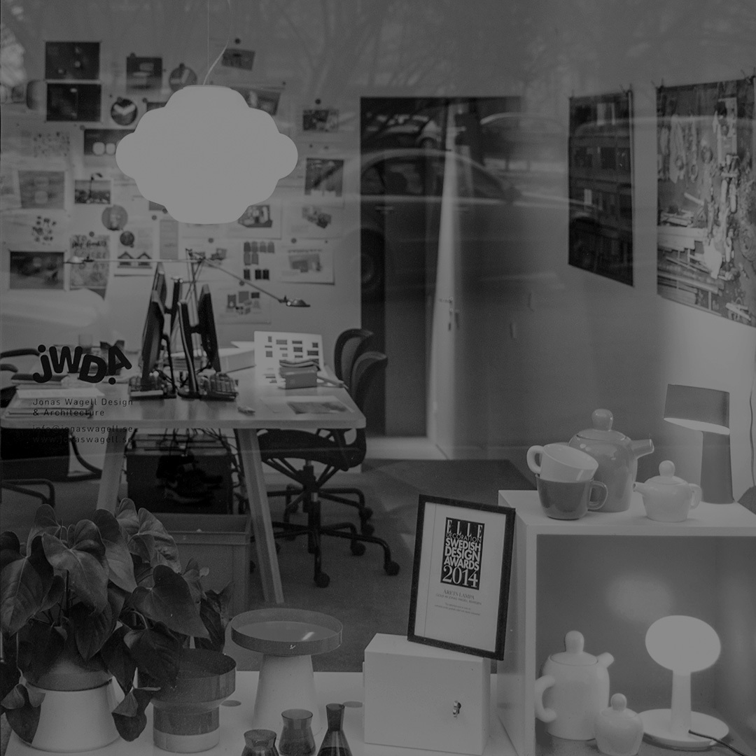 """2014年EDIDA国际设计大奖得主,Elle Decoration瑞典设计奖得主;2014年 年度灯具设计奖""""Cloud""""设计者;2008年WallPaper杂志全球50位热门年轻设计师得主。瑞典建筑师、设计师、造作首批签约设计师。他的设计以极简和童趣著称,尤其擅⻓为紧凑空间设计功能性产品。 """"家具设计应注重功能,而不是艺术。我希望我的设计成为⽇常生活的一部分。设计中的情感,比奢华材质更重要。我在努力创造简单⽽直观,但又有个人趣味的东西。我叫它generous minimalism""""。"""