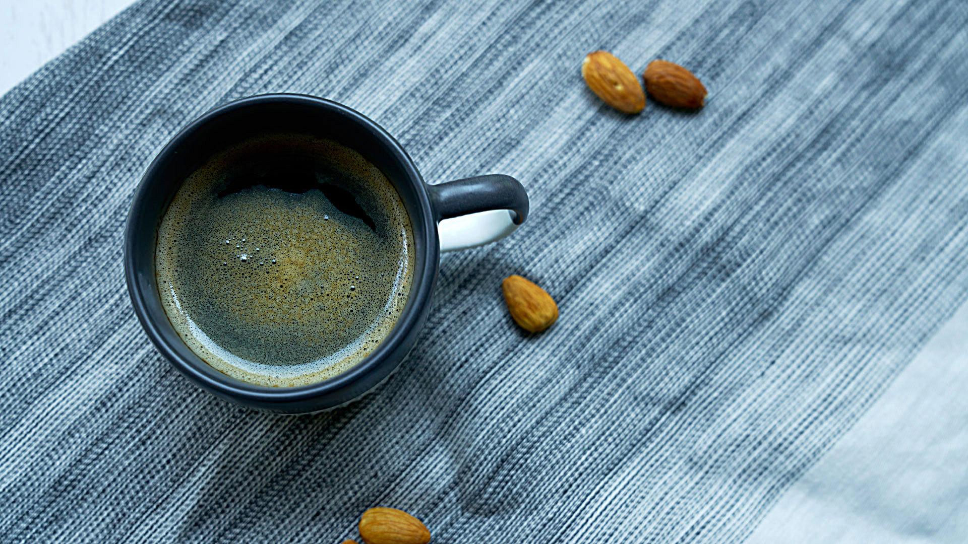 一杯咖啡的温度,将你从疲惫中拉回,让美式咖啡的香气驻存杯内,体验鼻端咖啡香氤氲的美妙,等不及入口刹那,仿若注入满满元气,每一天都如此崭新。