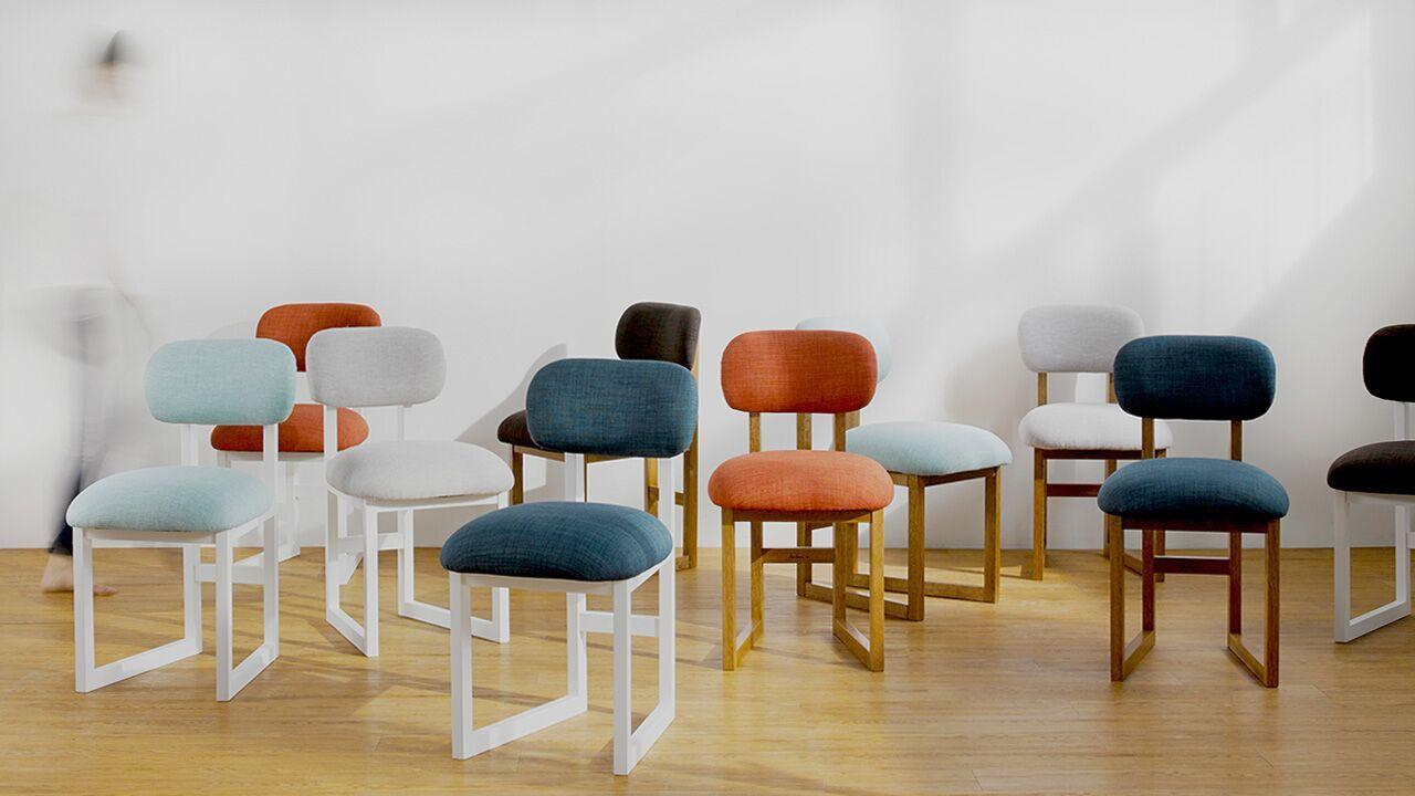 它摆脱了八爪办公椅的冰冷沉闷和餐桌椅的难以久坐,它舒适、专业,摆放在家中也能温馨不突兀。