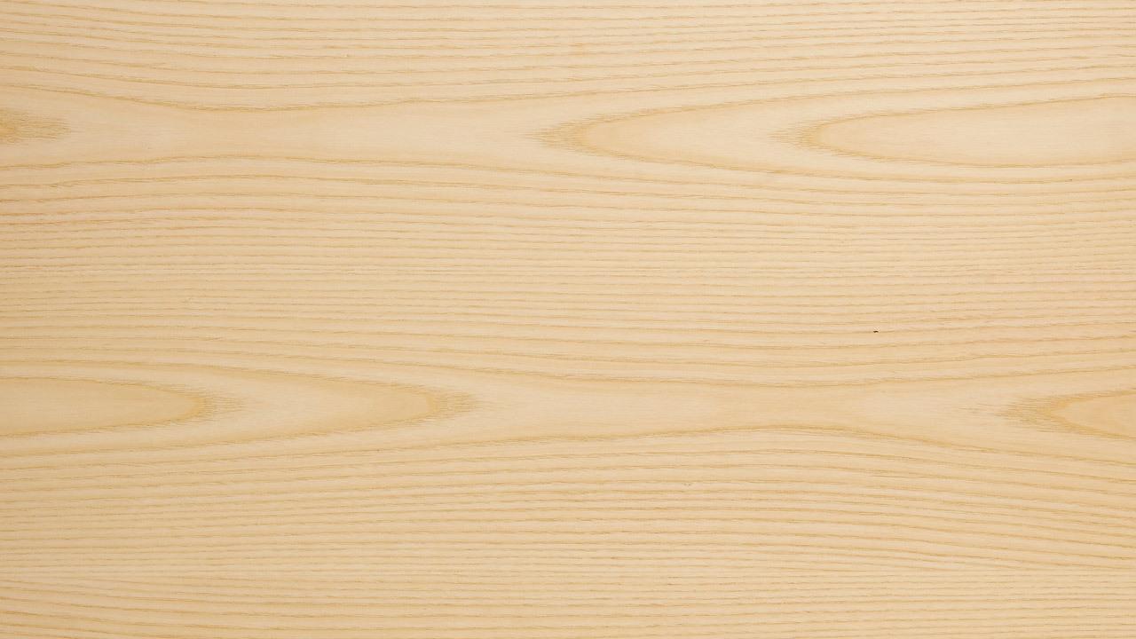 柜体表层,采用北美进口A级白蜡木,配以全开放哑光漆面效果,拥有不可复制的天然肌理,呈现细腻的纹理,触摸到自然的凹凸质感,感受木材独特的温厚气息。