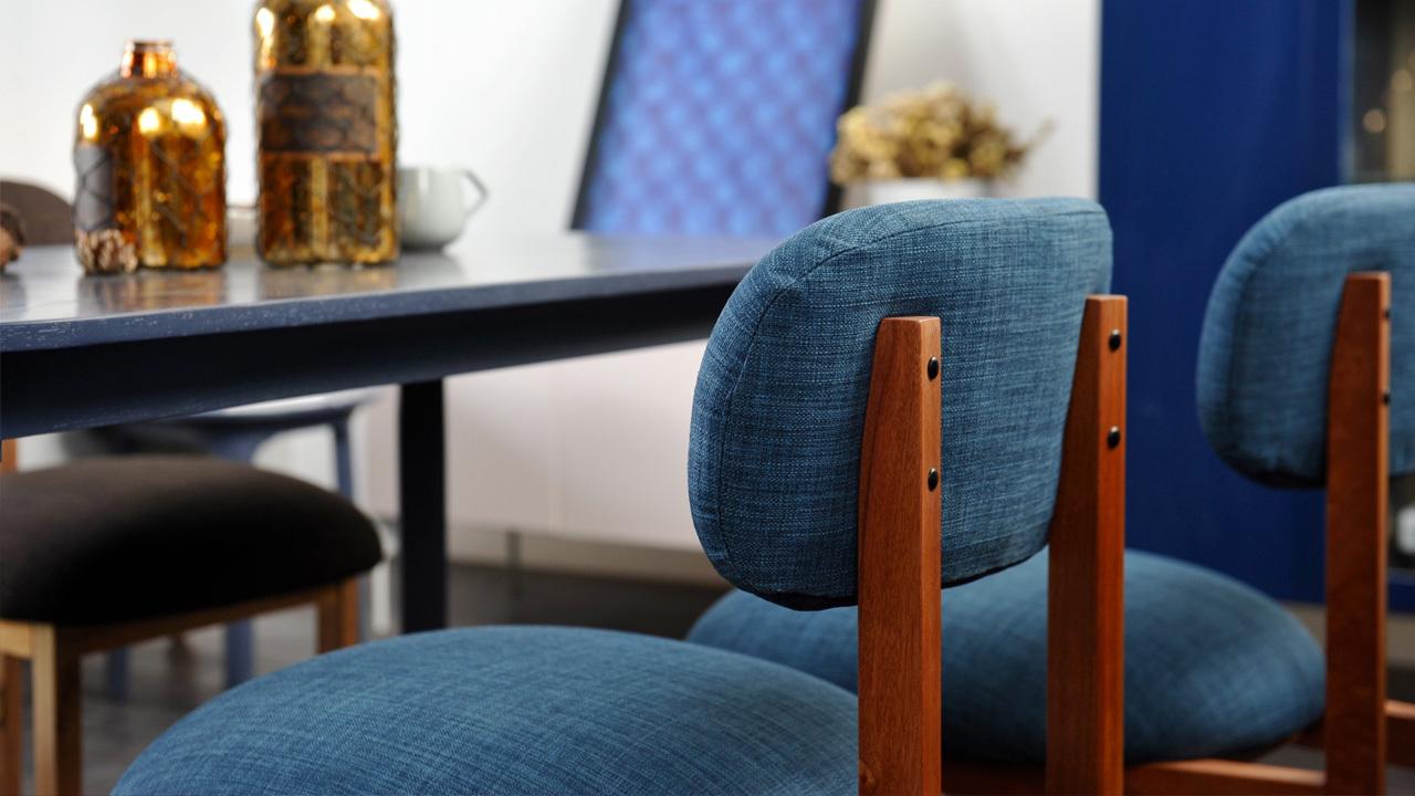 8点椅框架选用核桃木材料,搭配高回弹海绵块,提供强有力的支撑,5种色彩选择,适于多种居家场景。