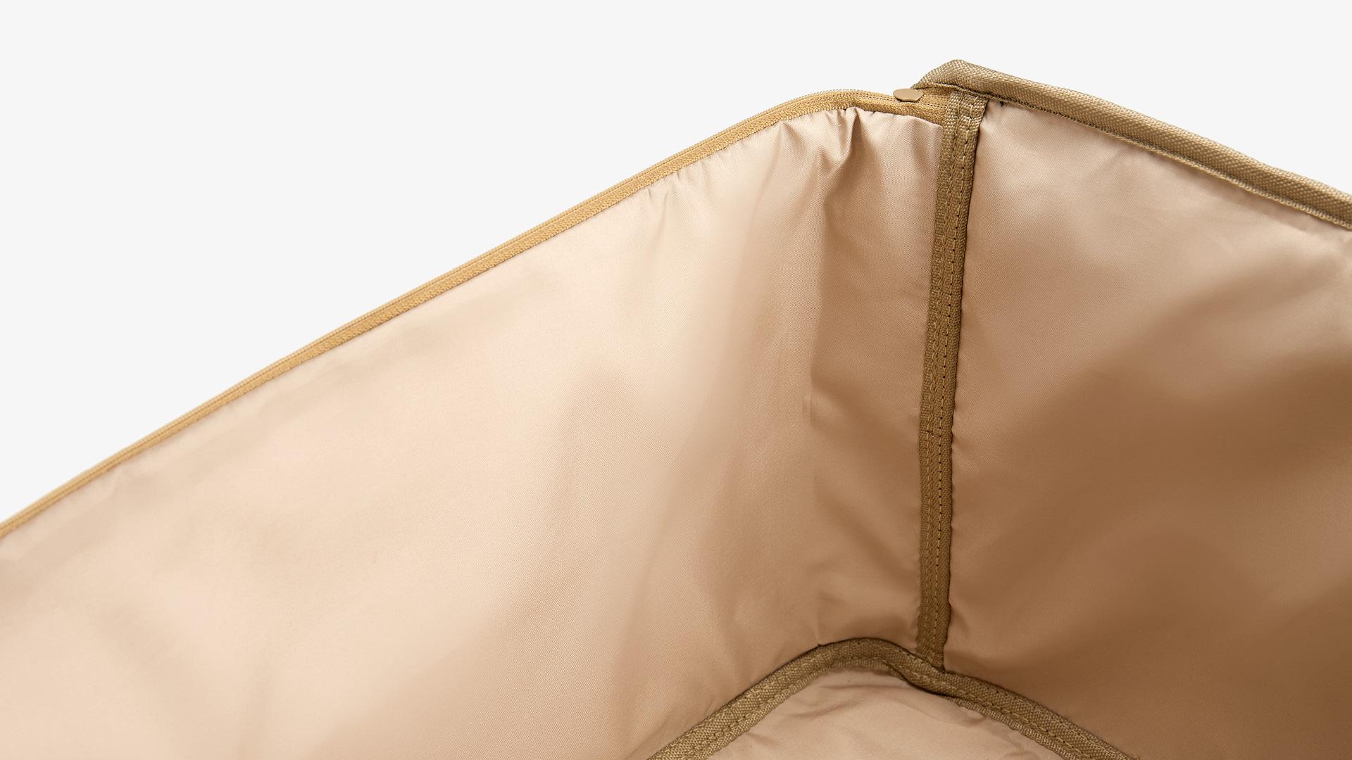 涤棉混纺+PET夹层<br/>贴身织物不被划伤