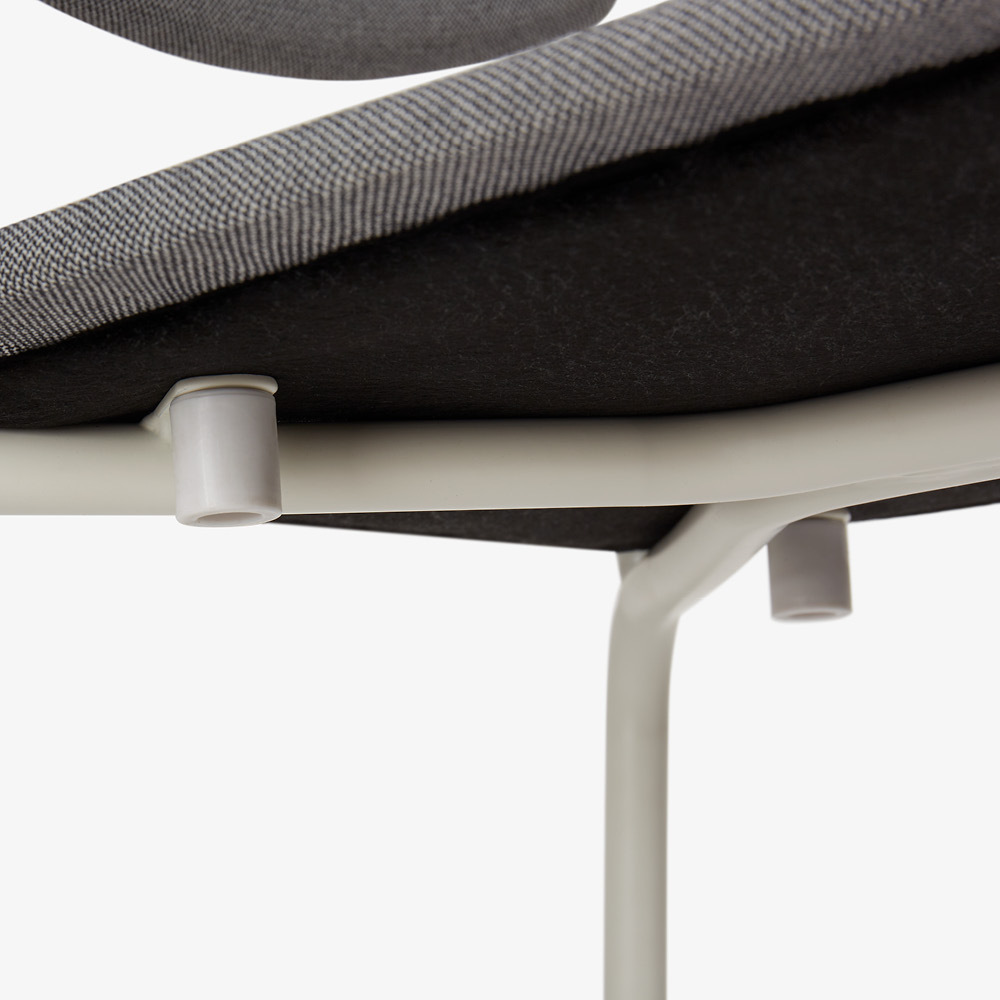 坐板下4个胶垫<br/>保护叠摞不刮伤