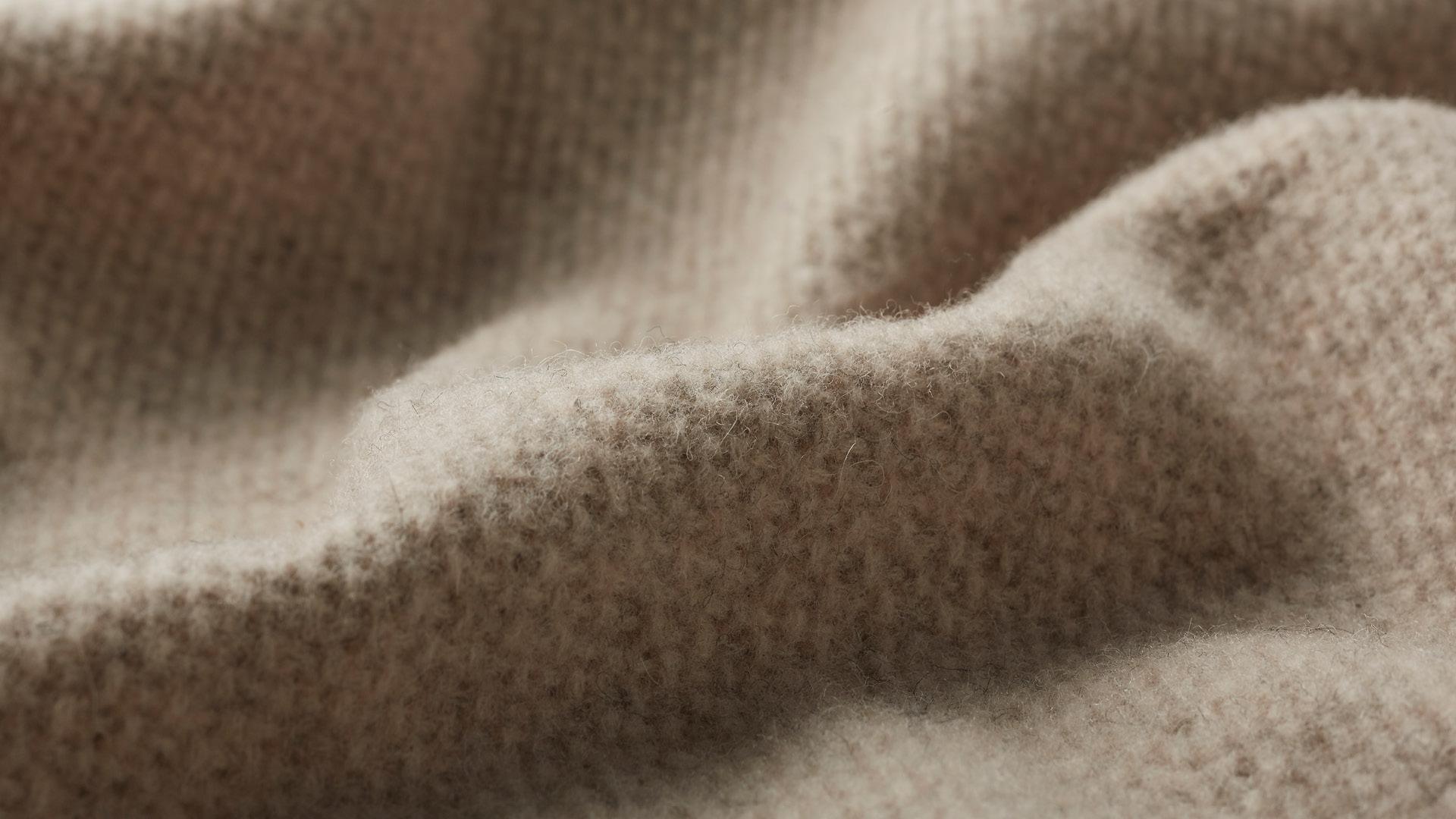 西班牙幼年羊驼毛<br/>重量轻,比绵羊毛/马海毛更保暖