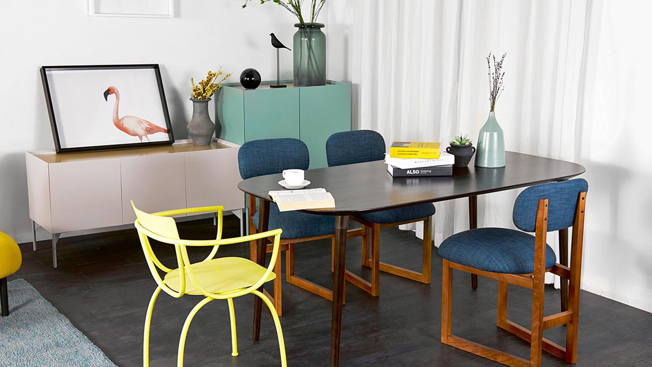 用餐的中心,应该是简洁而不乏质感的,造作的画板系列,用简练的设计结构撑起空间的柔和肌底,为多人餐食准备了一款温馨的大尺寸餐桌。