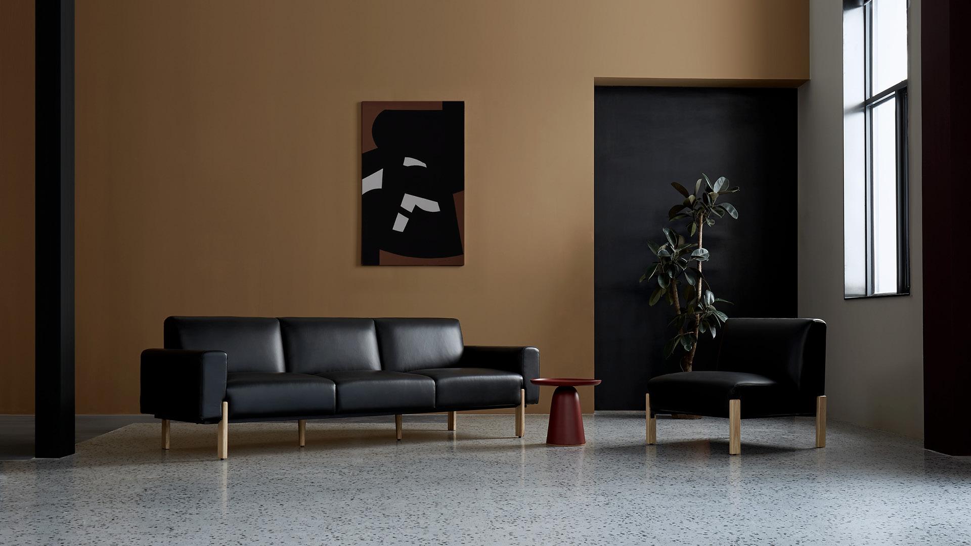 耸立实木,真皮包裹,定调空间建筑轮廓