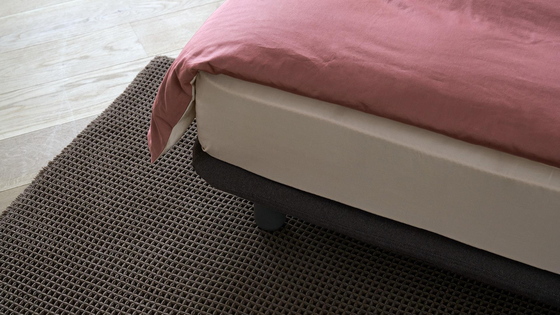 内缩式床腿,狭小区域也不绊脚