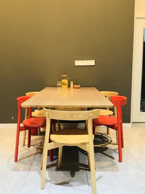 186****3790对飞鸟实木长桌 1.8米发布的晒单效果图及评价